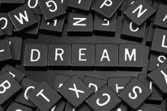 Черная буква кроет говорить черепицей слово & x22 по буквам; dream& x22; Стоковое Фото
