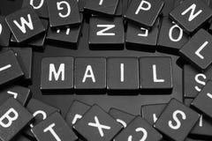 Черная буква кроет говорить черепицей слово & x22 по буквам; mail& x22; стоковое изображение