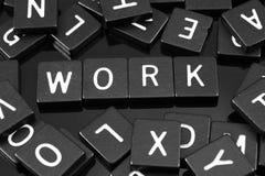 Черная буква кроет говорить черепицей слово & x22 по буквам; work& x22; стоковые фотографии rf