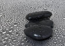 черная вода камней падений Стоковое Изображение