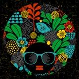 Черная головная женщина с странной стрижкой Стоковая Фотография RF