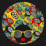 Черная головная женщина с странными волосами. бесплатная иллюстрация