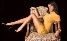 черная девушка стула блестящая Стоковые Фото