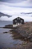 Черная деревянная дом в восточной Исландии Стоковое Фото