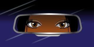 Черная девушка смотря в зеркало заднего вида Стоковое Фото