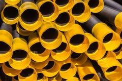 Черная желтая пластичная труба дренажа Стоковое Изображение