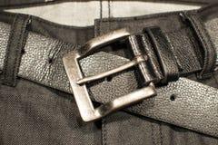 Черная джинсовая ткань с пряжкой пояса Стоковое Изображение