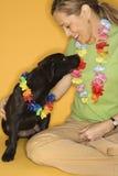черная играя женщина щенка Стоковые Фотографии RF