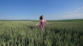 черная изолированная свобода принципиальной схемы счастливая женщина outdoors Стоковое фото RF