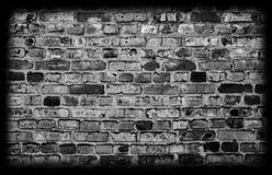 Черная кирпичная стена grunge стоковые изображения