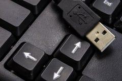 Черная клавиатура компьютера и увеличенный порт USB Acc компьютера Стоковое Изображение RF