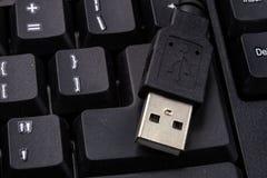 Черная клавиатура компьютера и увеличенный порт USB Acc компьютера Стоковые Изображения RF