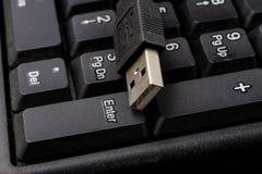 Черная клавиатура компьютера и увеличенный порт USB Acc компьютера Стоковые Фото