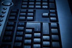 Черная клавиатура личного настольного компьютера с селективным foc стоковые изображения rf