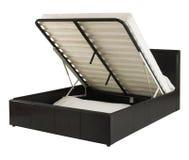 Черная кожаная кровать изолированная на белой предпосылке Стоковые Фотографии RF