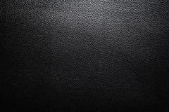 Черная кожаная текстура при свет градиента используемый как роскошная классическая предпосылка Стоковая Фотография RF