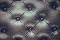 Черная кожа застегивает текстуру софы стоковое изображение