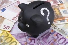 Черная копилка с банкнотами вопросительного знака и евро Стоковая Фотография