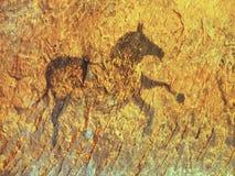 Черная краска углерода лошади на стене песчаника стоковые фото