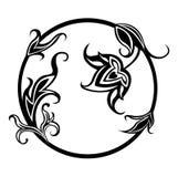 Черная круговая картина с флористическим орнаментом Стоковые Фотографии RF