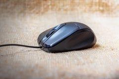 Черная мышь компьютера для легкой работы на computer_ Стоковая Фотография RF