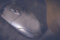 Черная мышь на таблице Стоковое Изображение RF