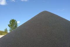 Черная насыпь гравия Стоковая Фотография