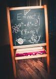 Черная доска мела с формулами и чертежами Стоковое Изображение RF