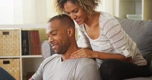 Черная подруга давая массаж шеи парня стоковые фотографии rf