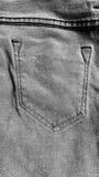 Черная предпосылка конспекта текстуры джинсов: черно-белый тон Стоковая Фотография