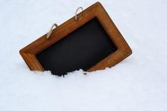 Черная предпосылка доски с снегом на зиме Стоковые Изображения RF