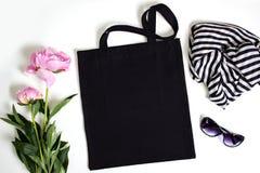 Черная пустая сумка tote eco хлопка, модель-макет дизайна Стоковые Фотографии RF