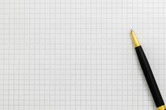 Черная ручка на открытом конце-вверх тетради, космосе экземпляра стоковое изображение rf