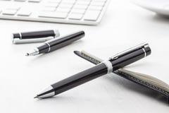 Черная ручка шарика и ручка ролика Стоковая Фотография