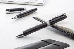 Черная ручка шарика и ручка ролика Стоковое Фото