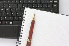 черная спираль пер блокнота компьтер-книжки клавиатуры Стоковая Фотография