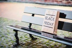 Черная сумка пятницы бумажная Стоковое Изображение RF