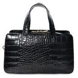 Черная сумка элегантной женщины на белой предпосылке Стоковая Фотография