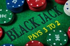 Черная таблица Джека играя в азартные игры с обломоками казино Конец-вверх Стоковые Изображения