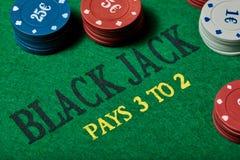 Черная таблица Джека играя в азартные игры с обломоками казино Конец-вверх Стоковое Изображение