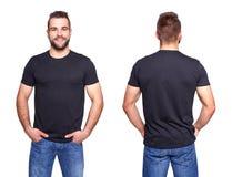 Черная футболка на шаблоне молодого человека Стоковая Фотография