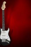 Черная электрическая гитара с предпосылкой Стоковое Фото