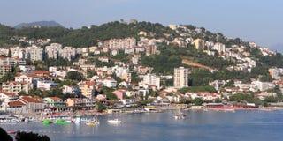 Черногория. Посмотрите к городу Igalo Стоковое фото RF