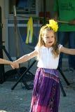 Черногория, Herceg Novi - 04/06/2016: Девушка в причудливом цыганине костюма Стоковые Изображения