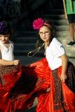 Черногория, Herceg Novi - 04/06/2016: Девушки представляя Roma Стоковое Изображение
