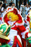Черногория, Herceg Novi - 04/06/2016: Клоун в красочном причудливом платье Стоковые Изображения