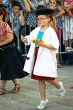 Черногория, Herceg Novi - 04/06/2016: Маленький художник представляя Францию на masquerade Стоковое Изображение