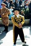 Черногория, Kotor - 03/13/2016: Мальчик-податель в причудливом платье Стоковые Изображения