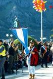 Черногория, Kotor - 03/13/2016: Парень с флагом Аргентины Стоковое Фото