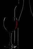 черное бутылочное стекло над вином силуэта Стоковое Изображение RF